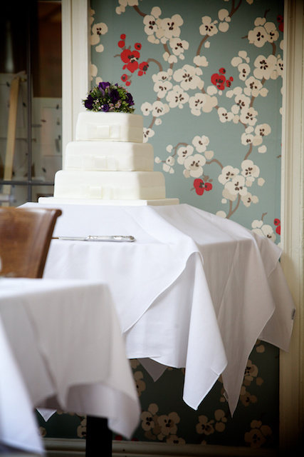 floral wallpaper wedding cake